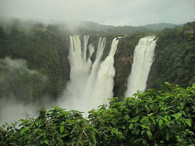 Enjoy the light sprays of water at Jog waterfalls, Karnataka