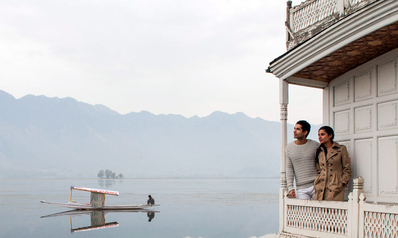 Shikara Ride Houseboat in Srinagar