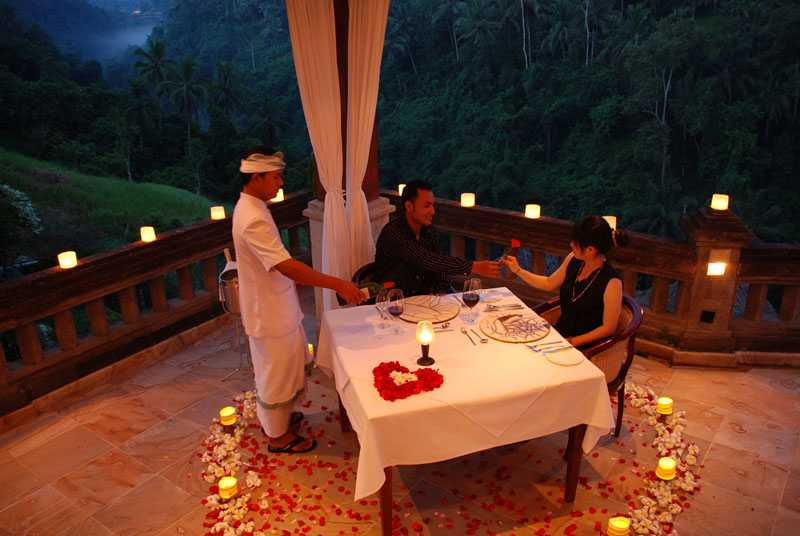 A Candle Light Dinner On Your Villa - Bali