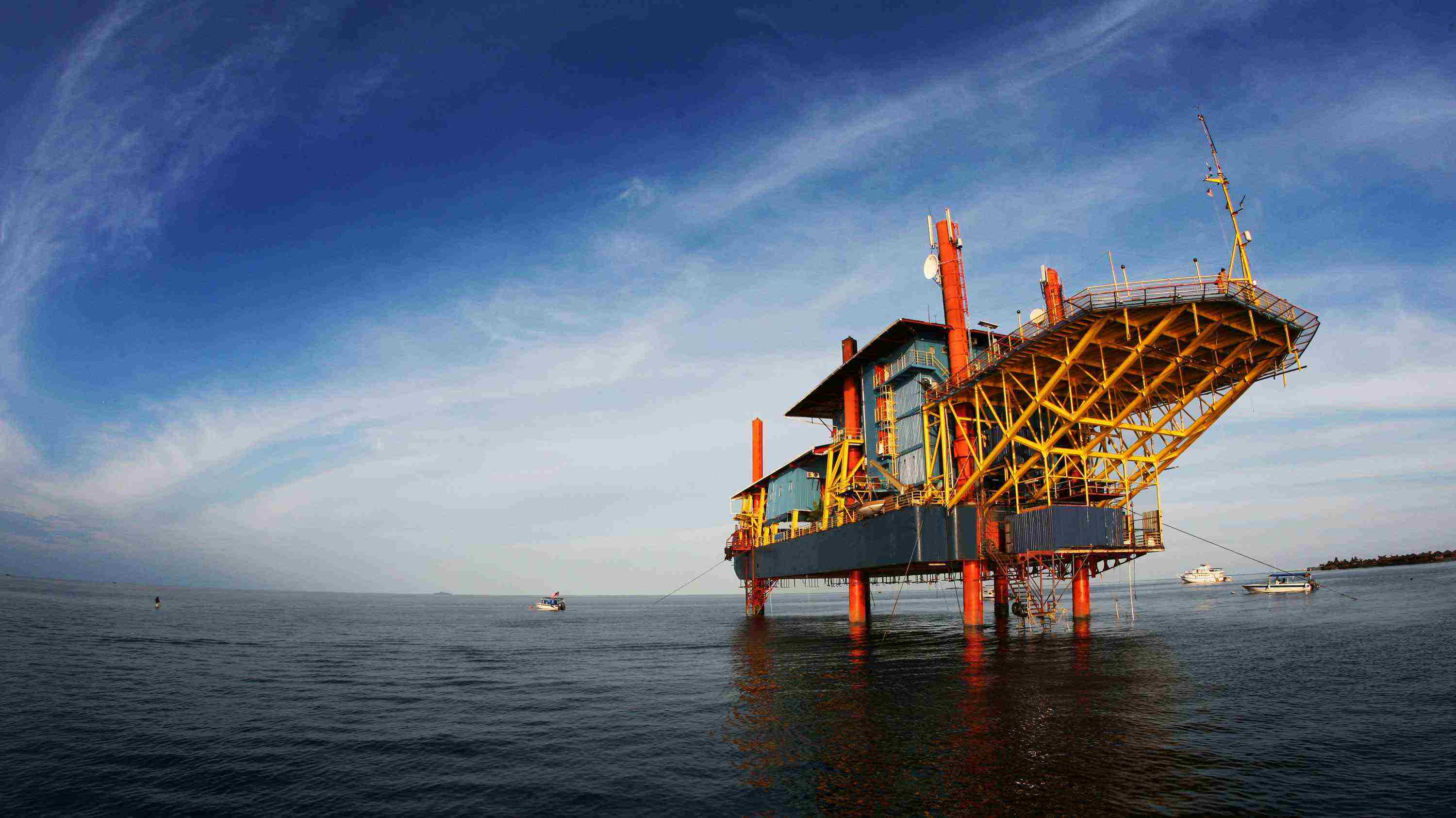 Oil Rig Hotel With A 360 Degree Celebes Sea View malaysia