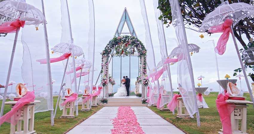 Princess-wedding-at-Mirage-Wedding-Chapel