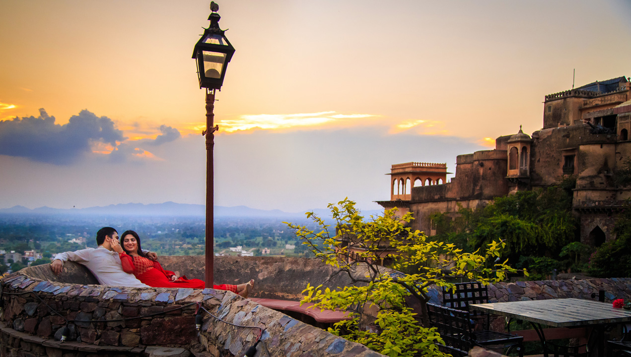pre wedding photoshoot in Neemrana Fort, Jaipur