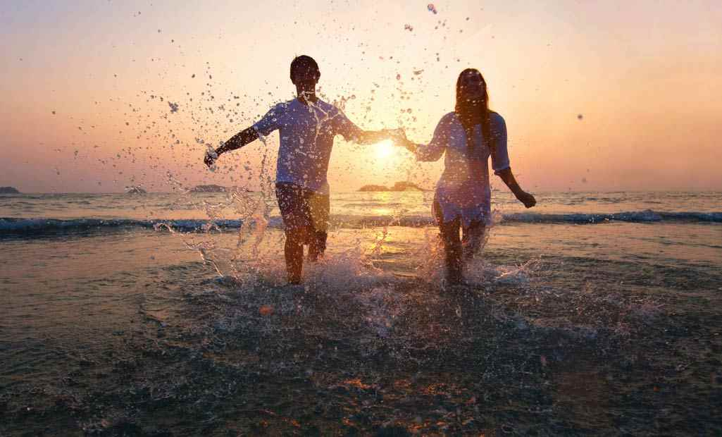 Beach Together In Goa - best idea for romantic date