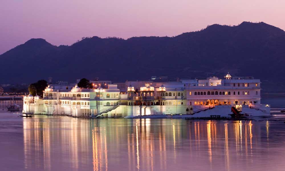 Taj-Lake-Palace,-Udaipur