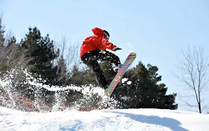 snowboarding in manali