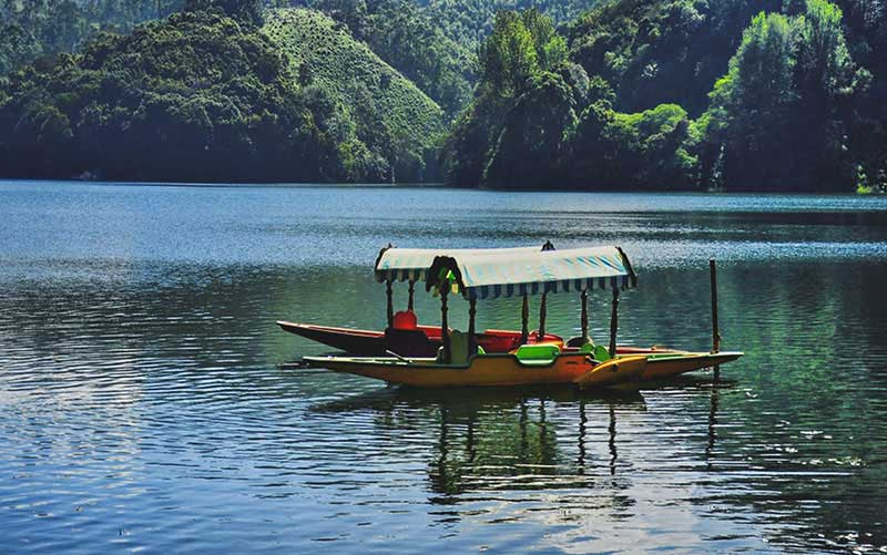 Shikara Ride at Kandala Lake munnar